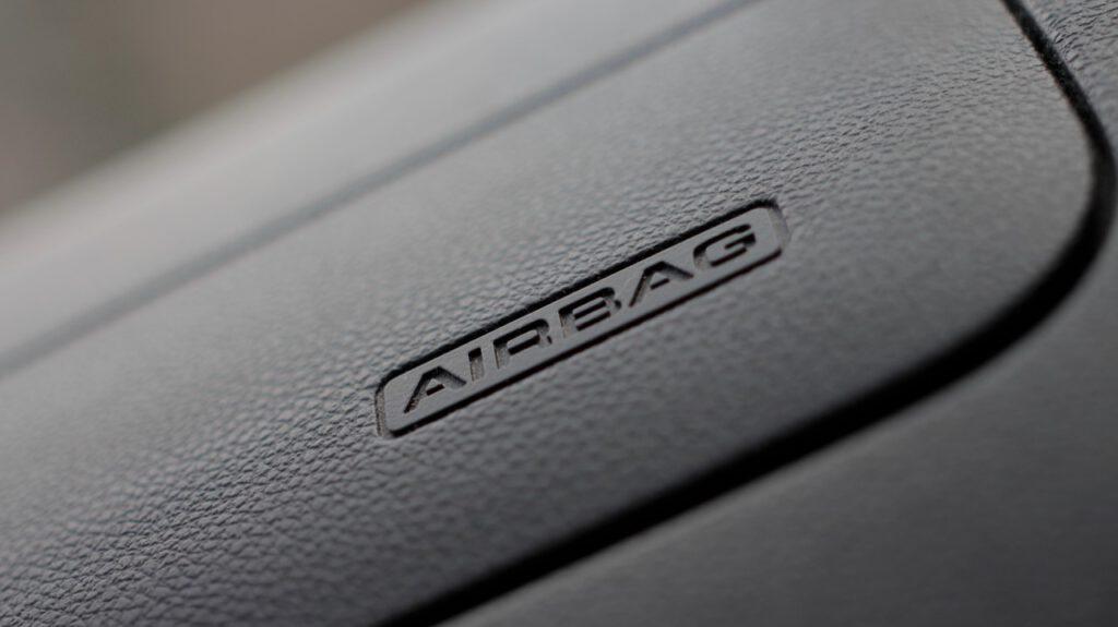 El airbag es un sistema de seguridad pasivo