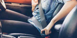 El cinturón de seguridad es un sistema de seguridad pasivo